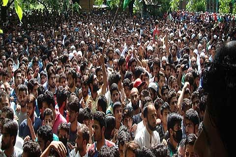 Thousands participate in militant's funeral in Tral
