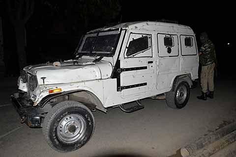 Army patrol attacked in Shopian, cop shot at in Kulgam