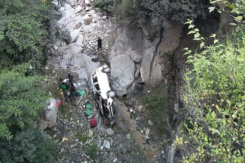 Seven injured as passenger cab falls from bridge in Banihal