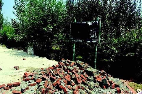 50 illegal shops demolished in Tral: Official