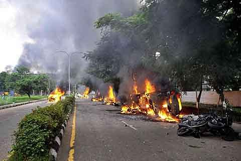 30 killed, 250 injured as Dera supporters go on rampage