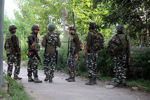 Clashes erupt after forces lay siege to Rathsun village of Tral in south Kashmir's Pulwama