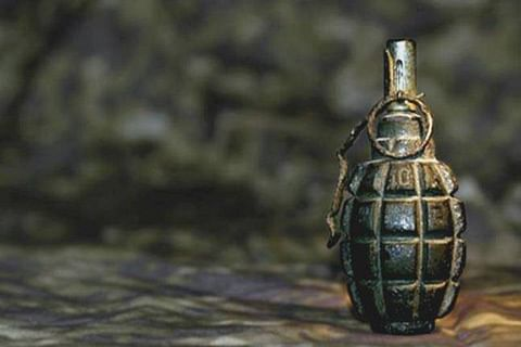 Grenade lobbed on police party in Rafiabad