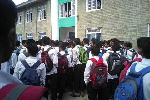 Govt warns 9 private schools of de-recognition