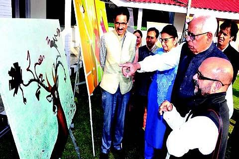 Governor, First Lady interact with artists of Painters' Camp