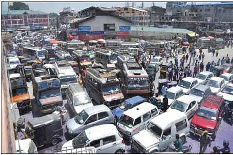 Traffic chaos in Srinagar taking toll on business: KTMF