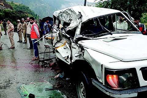 School van accident: 6 students, driver injured