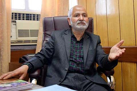 Naeem Akhtar stresses on quality of road work