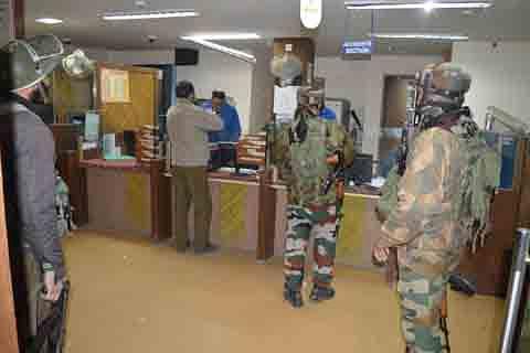 Police blames Hizb-ul-Mujahideen militants for Bijbehara bank robbery