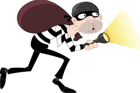 Video| Masked gunmen loot bank in Ratnipora Shopian