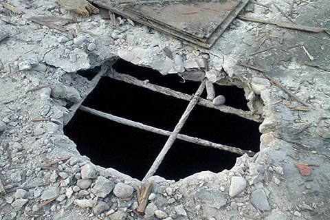Open drain in Baramulla becomes nuisance for residents, shopkeepers