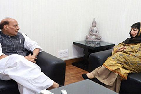 Mehbooba meets Rajnath amid spurt in violence