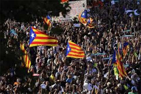 """SPAIN-CATALONIA-PROTEST: """"Time to declare independence"""": 450,000 protest in Barcelona"""