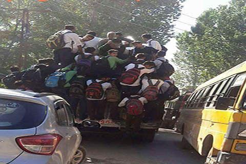 Ramban: Overloading poses threat to lives of passengers, Police in slumber