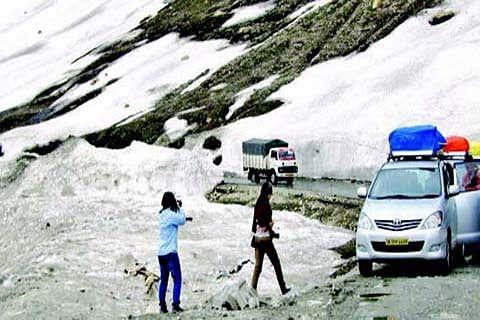 Traffic on Srinagar-Leh highway restored