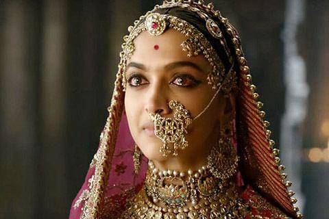 """Fringe group announces Rs 1 cr for """"burning Deepika alive"""""""