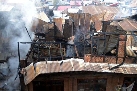 Fire guts 13 residential houses, 18 shops in south Kashmir's Anantnag