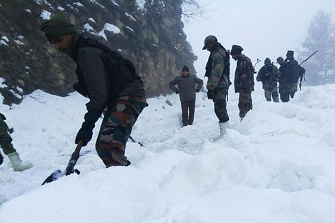Ten trapped after snowfall at Sinthan Pass rescued