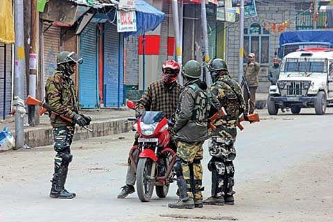Police foil JRL rally, impose curbs in Srinagar, Anantnag