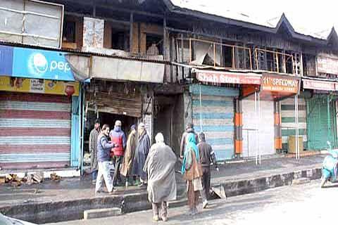 11 shops damaged in Gojwara fire