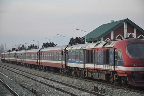 Train service suspended in south Kashmir