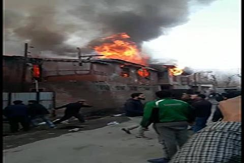 Fire consumes 2 textile factories in Ganderbal