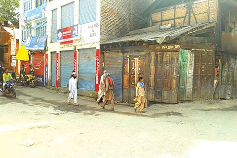 Senior citizens, political leaders demand proper medical facilities, stage protest