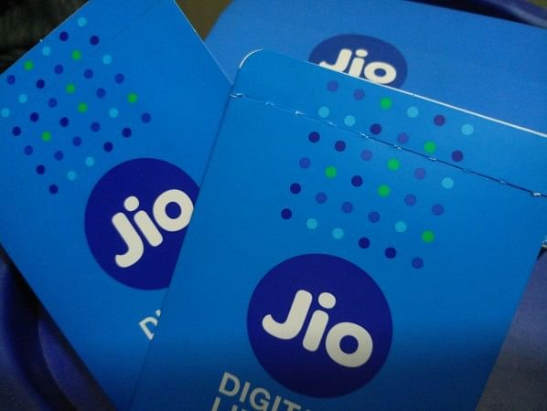 Jio to now offer cashback up to Rs 3300 on Rs 399 recharge