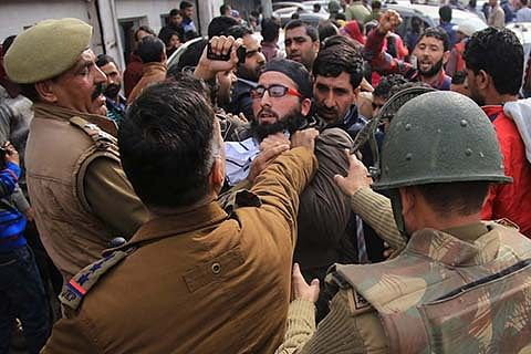 Police use force on NHM employees in Jammu