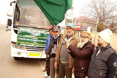 60 growers leave for interstate exposure visit to Haryana