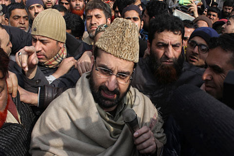 Mirwaiz put under house arrest, again