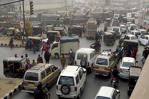 Traffic jam on Nishat-Shalimar route irks commuters