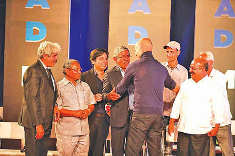 2 Kashmiri innovators awarded by Akshay Kumar