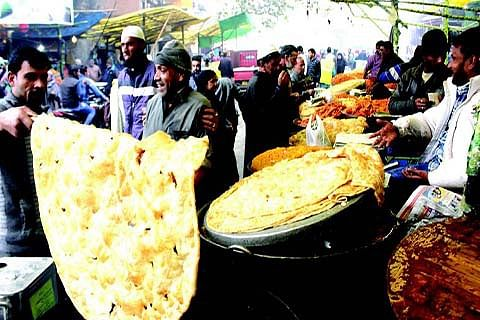 Govt promotes Srinagar's traditional street food to attract tourists
