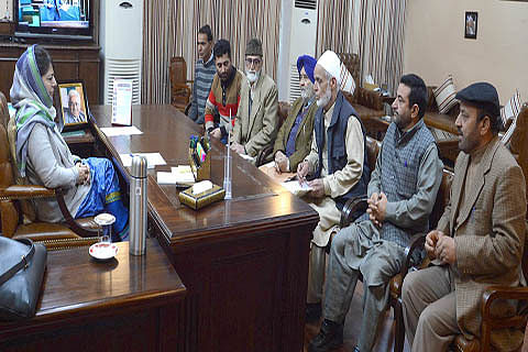 Tral deputation meets Chief Minister
