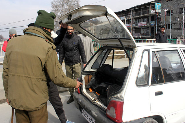 Police Intensifies Checking in Srinagar Day After SMHS Hospital Militant Raid