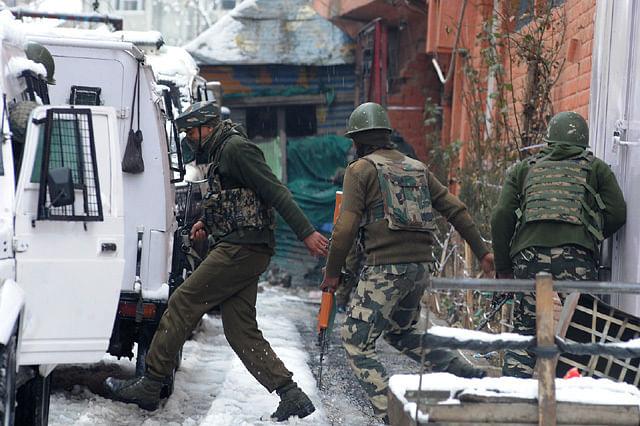 Gunfight Rages in Karan Nagar Area of Srinagar