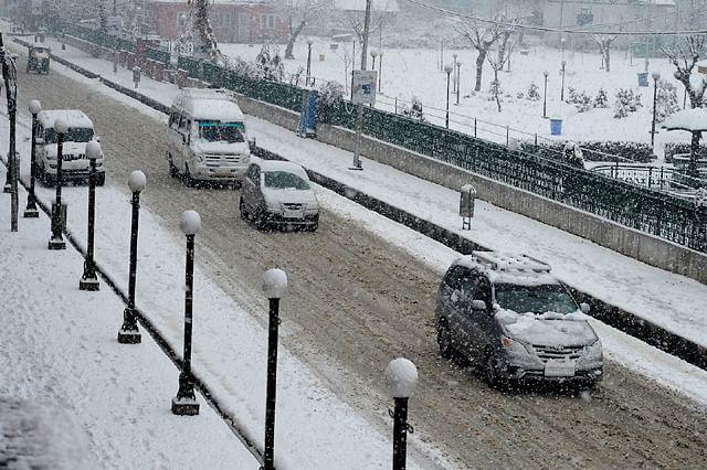Snowfall Ends Dry Spell in Kashmir
