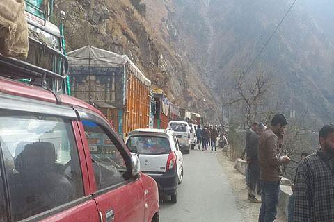 """Traffic suspended for 5 hours on Jammu-Srinagar highway"""