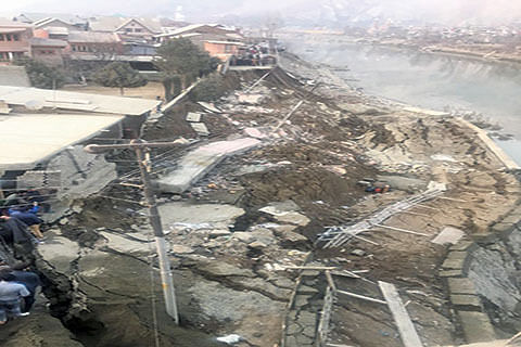 CRUMBLING OF LASJAN EMBANKMENT : Experts blame unscientific dredging, lack of engineering practices
