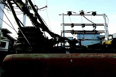 Khayam Chowk residents decry worn out power lines