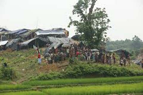 """Rohingya living in """"no man's land"""" insist they will stay"""