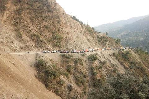 Fresh landslides block Jammu-Srinagar highway