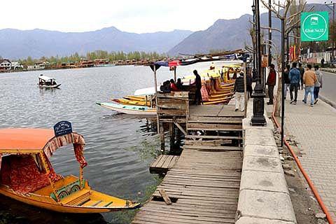 DDC Srinagar reviews rehabilitation of  Dal dwellers