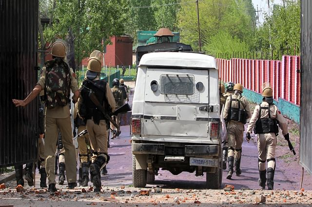 Students clash with forces in Srinagar over Kathua rape-murder