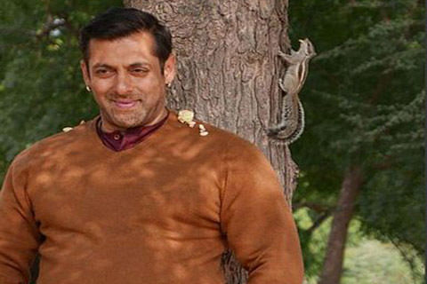 Salman released from jail after getting bail in poaching case
