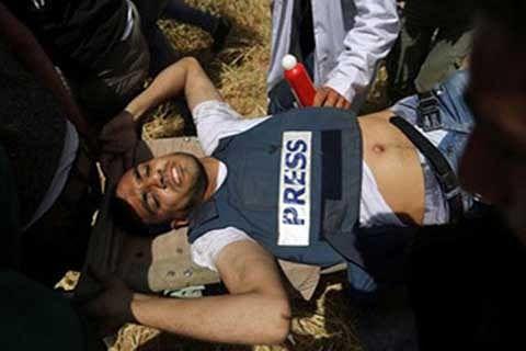 Palestinian journalist shot by Israeli troops dies