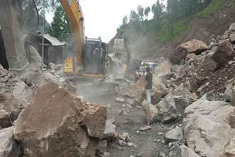 Landslide blocks Batote-Doda-Kishtwar highway, restored later