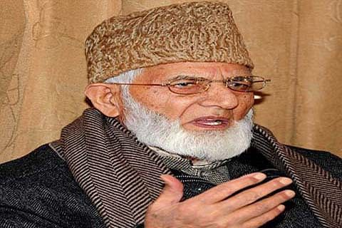OP Shaw meets Geelani, asks him to hold dialogue with New Delhi