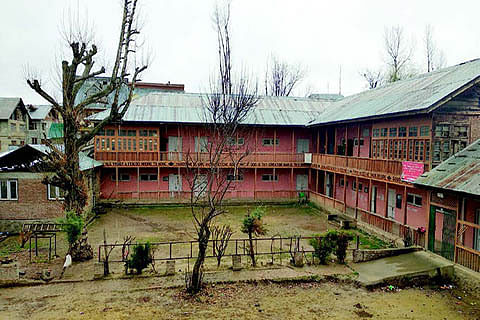 Govt school Charar-e-Sharief operates from unsafe building